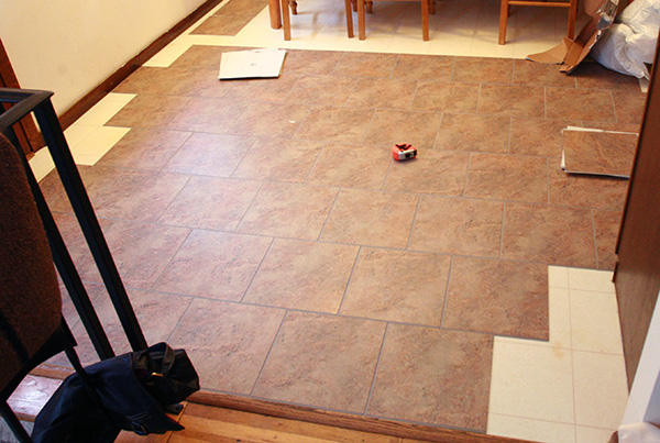 Laying vinyl tile flooring