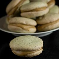pistachio macaron cookies