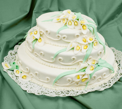 Oval wedding cake with sugar callas
